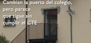 Cambian la puerta del colegio, pero parece que sigue sin cumplir el CTE