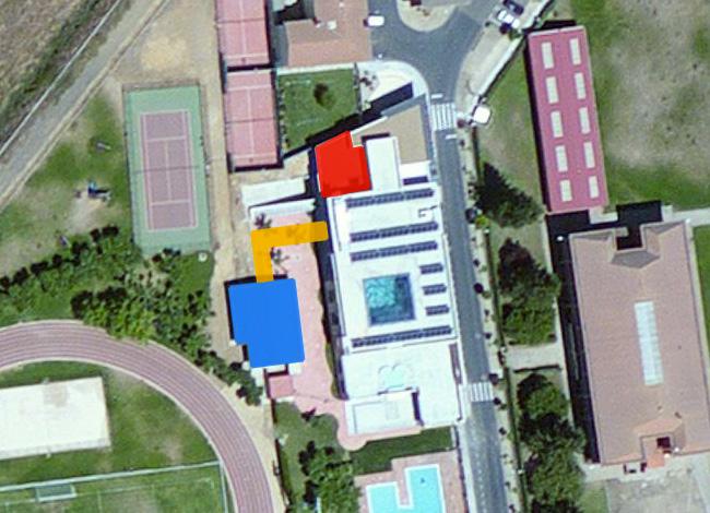 En rojo la zona donde se ampliará el gimnasio, en azul la zona de masajes y en amarillo el pasillo de conexión
